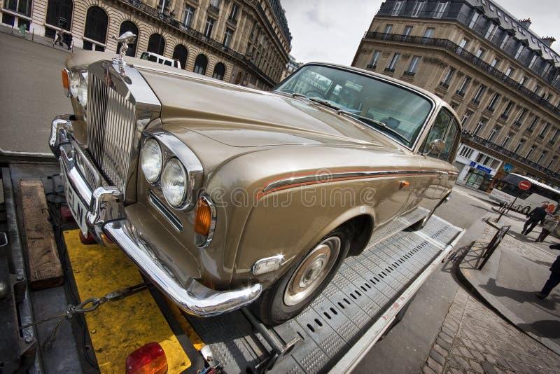 Rolls royce na rua de Paris imagem de stock