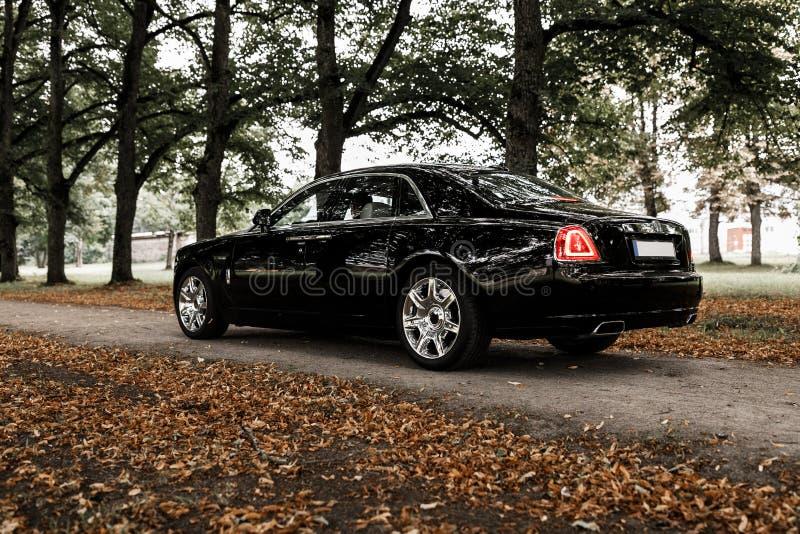 Rolls Royce på en väg arkivbild