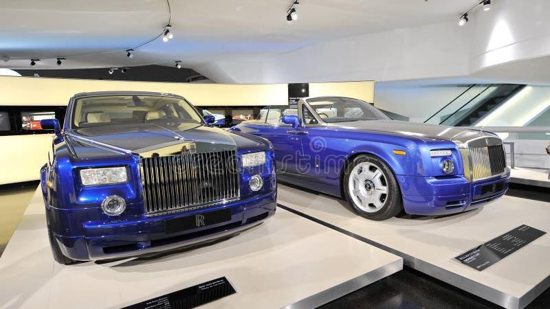 Rolls Royce Phantom e cupê de Drophead na exposição no museu de BMW fotos de stock