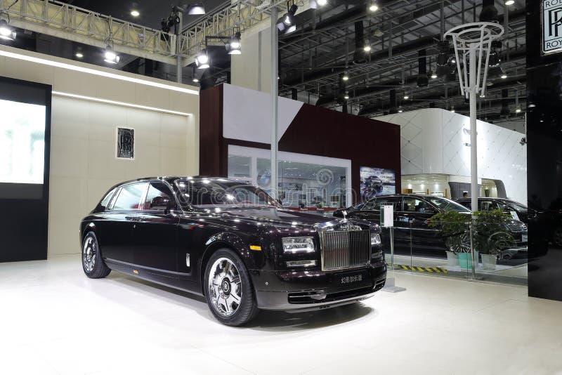 Rolls royce preta, distância entre o eixo dianteiro e traseiro prolongada fantasma fotografia de stock royalty free