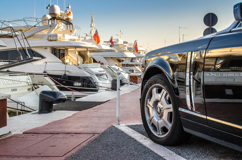 Rolls Royce s'est garée dans Puerto Banus, Marbella photographie stock