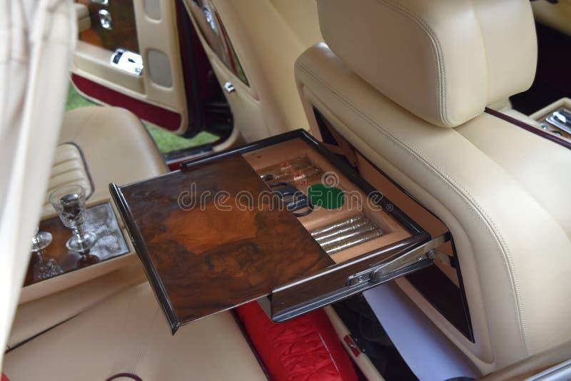 Rolls Royce srebra ostroga II cygara właściciel zdjęcia royalty free