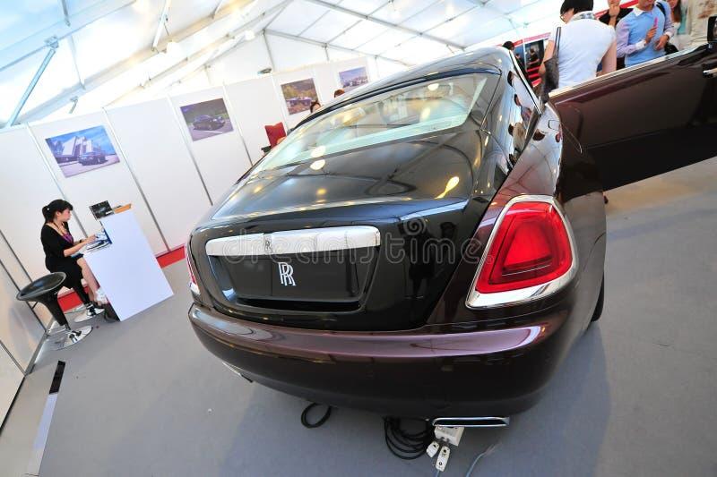 Rolls Royce Wraith na exposição durante a mostra do iate de Singapura em um grau 15 Marina Club Sentosa Cove imagens de stock