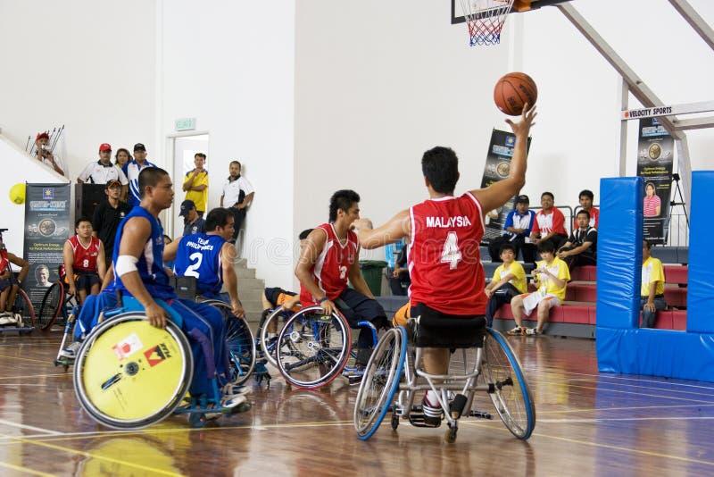 Rollstuhl-Basketball-Tätigkeit der Männer stockfoto