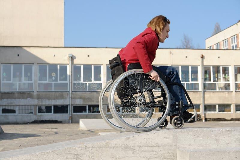 Rollstuhlfahrpraxis stockfotografie