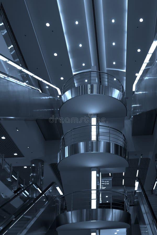 Rolltreppe und Treppen, Flughafen, Moskau lizenzfreies stockfoto