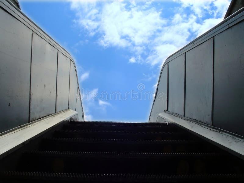 Rolltreppe zum Himmel stockfoto