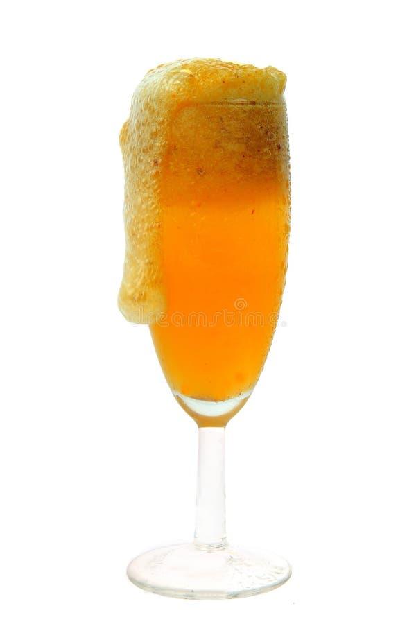 Rolne świeże gronowe owoc z chłodno sokiem w szkle zdjęcia stock