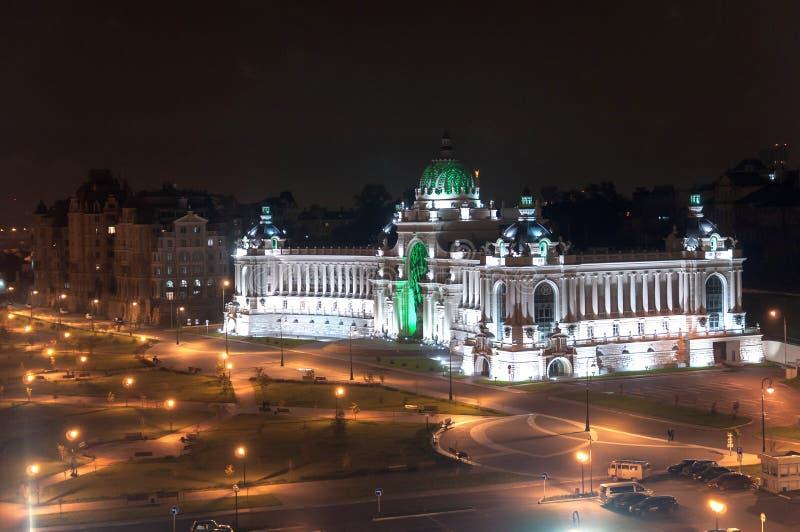 Rolniczy pałac nocy widok z lotu ptaka na bulwarze Kazanka, Kazan, Rosja zdjęcie stock