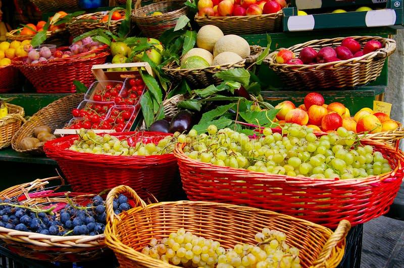rolników świeżych owoc targowi warzywa obraz stock