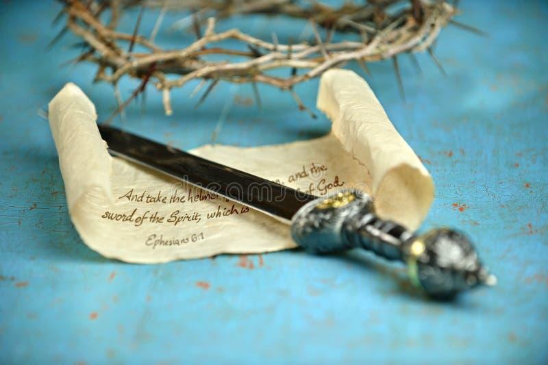 Rolo da espada e coroa de espinhos imagem de stock
