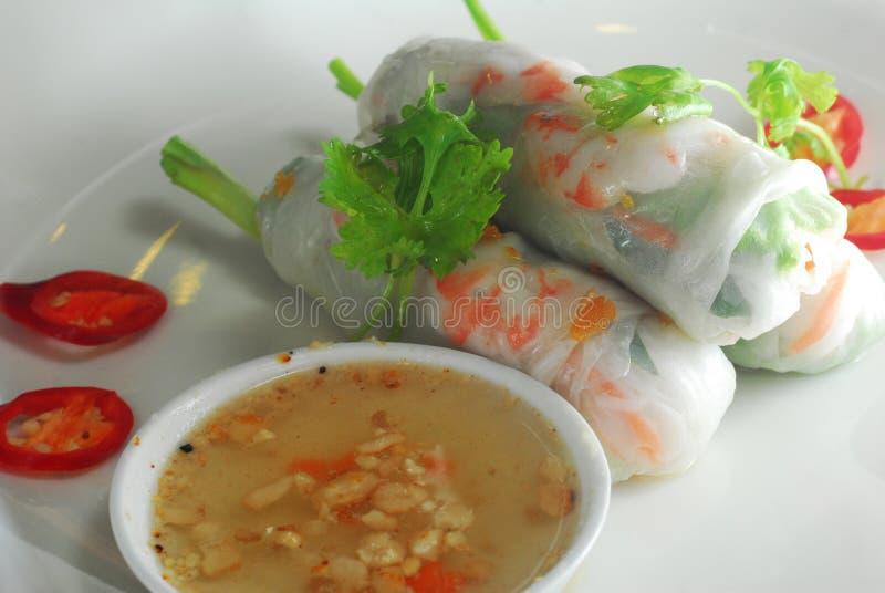 Rolo de mola da pele do macarronete de arroz fotos de stock royalty free