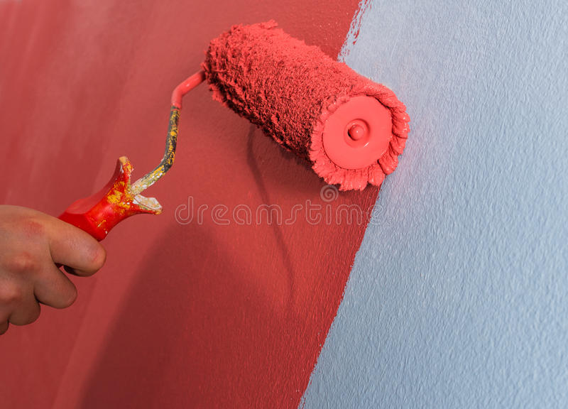 Rolo de pintura na parede fotos de stock royalty free