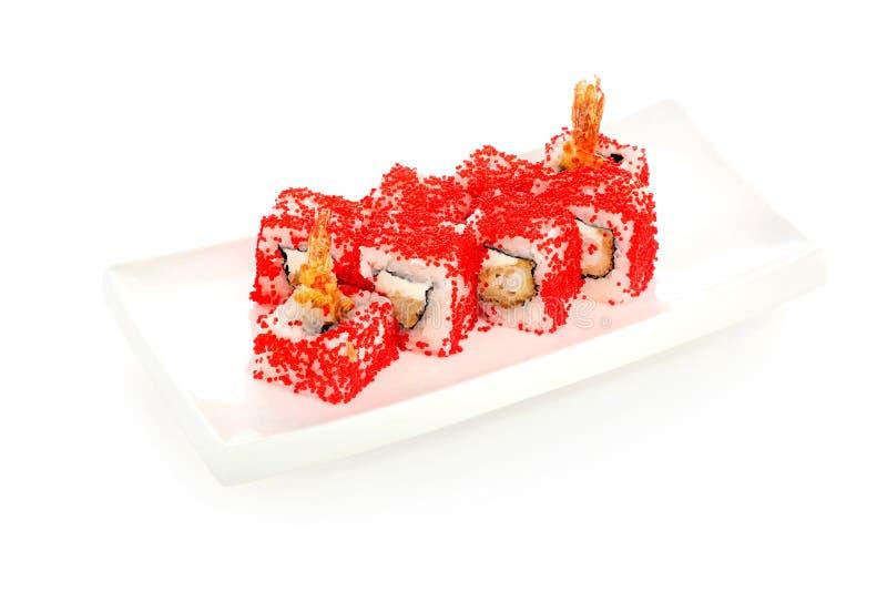 Rolo de sushi com camarão e o caviar vermelho em um fundo branco isolado fotografia de stock royalty free