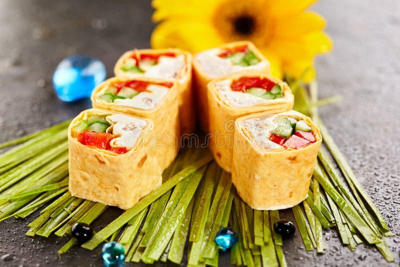 Rolo de sushi mexicano do estilo imagem de stock