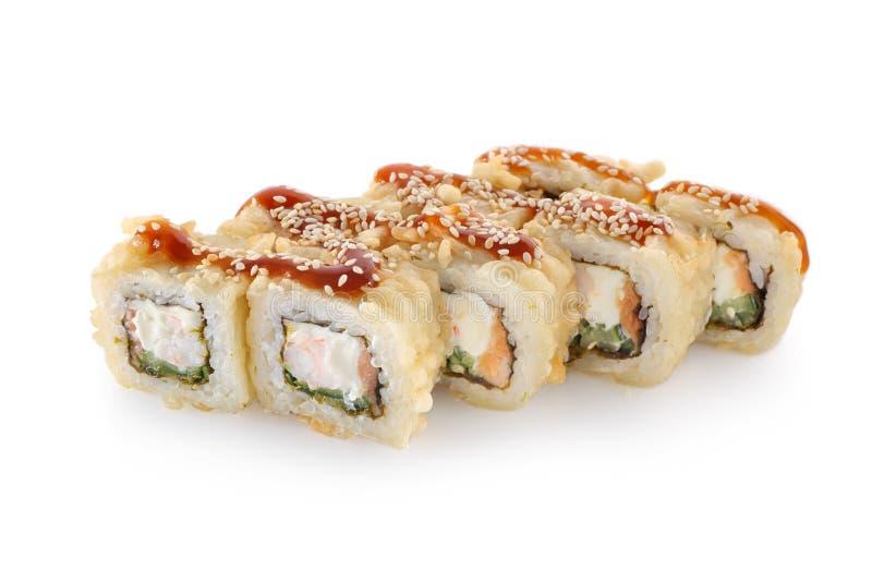 Rolo de sushi quente em um fundo branco isolado imagem de stock