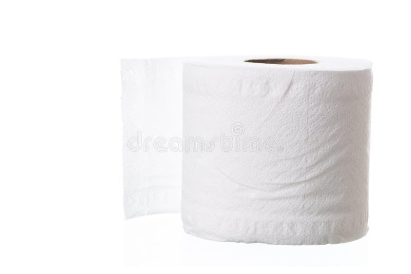 Rolo do papel higiénico no fundo branco foto de stock