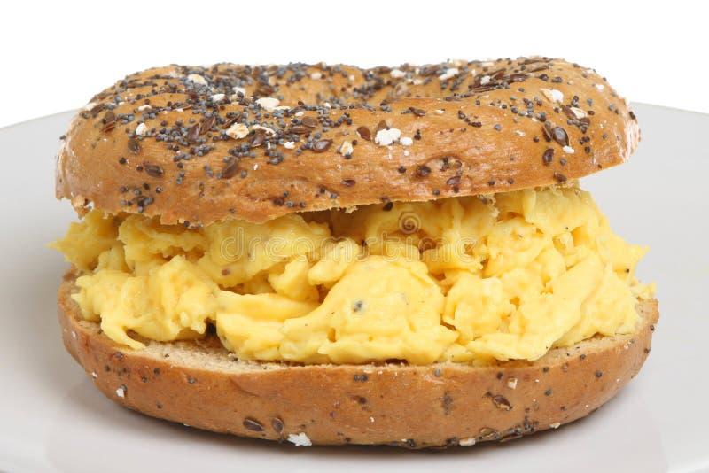 Rolo do pequeno almoço do ovo do Bagel imagens de stock