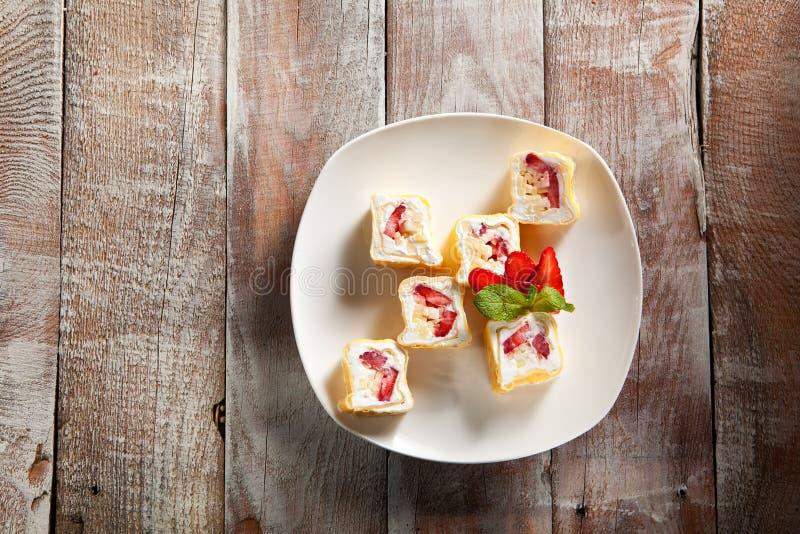 Rolo doce do sushi da fruta imagem de stock royalty free