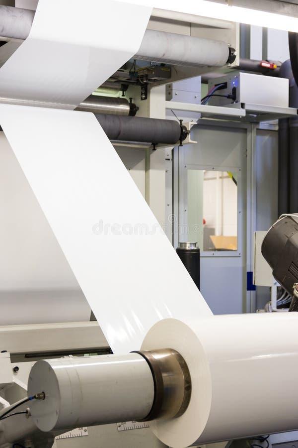 Rolo vazio branco plástico Proc da impressão da indústria de Flexo da alimentação da cópia foto de stock