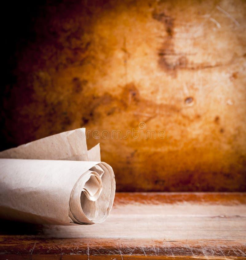 Rolo velho do papel de pergaminho imagem de stock