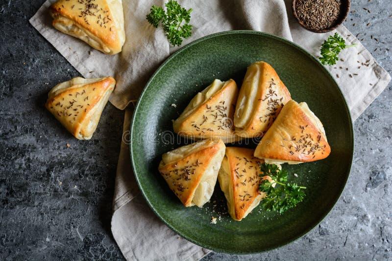 Rolos cozidos com enchimento do queijo do leite de carneiros imagem de stock