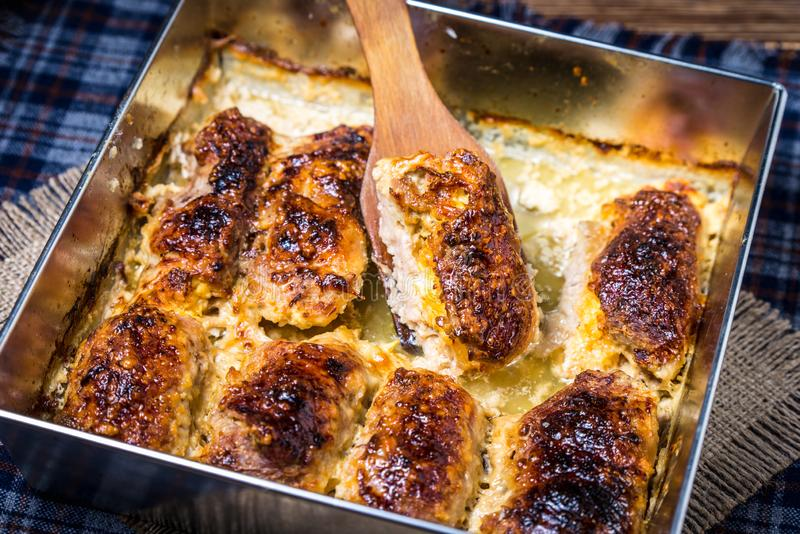 Rolos da carne de porco com queijo imagens de stock royalty free