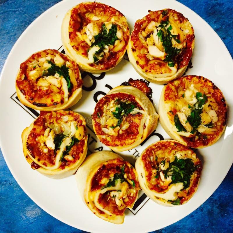 Rolos da pizza do vegetariano imagem de stock royalty free