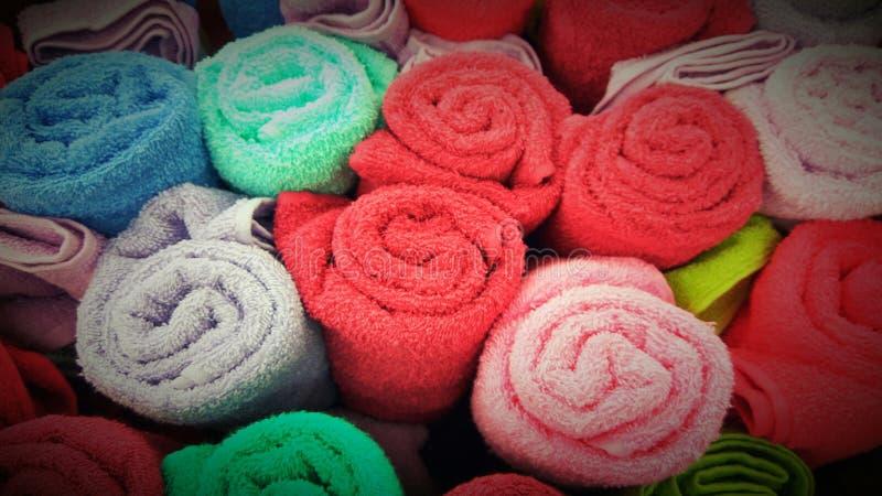 Rolos de Colorfull das toalhas fotografia de stock