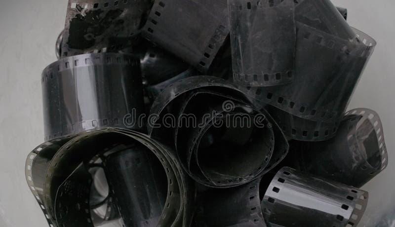 Rolos de filme negativo 35mm preto e branco antigos imagem de stock royalty free
