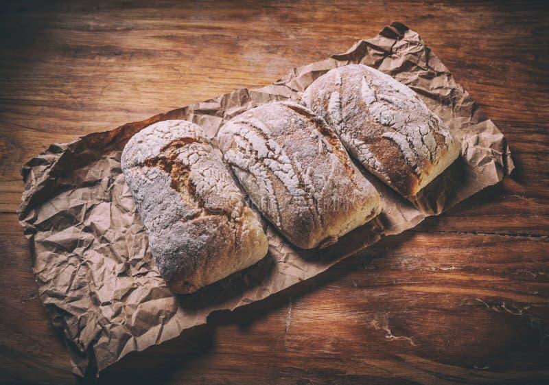 Rolos de pão tradicionais recentemente cozidos imagens de stock royalty free