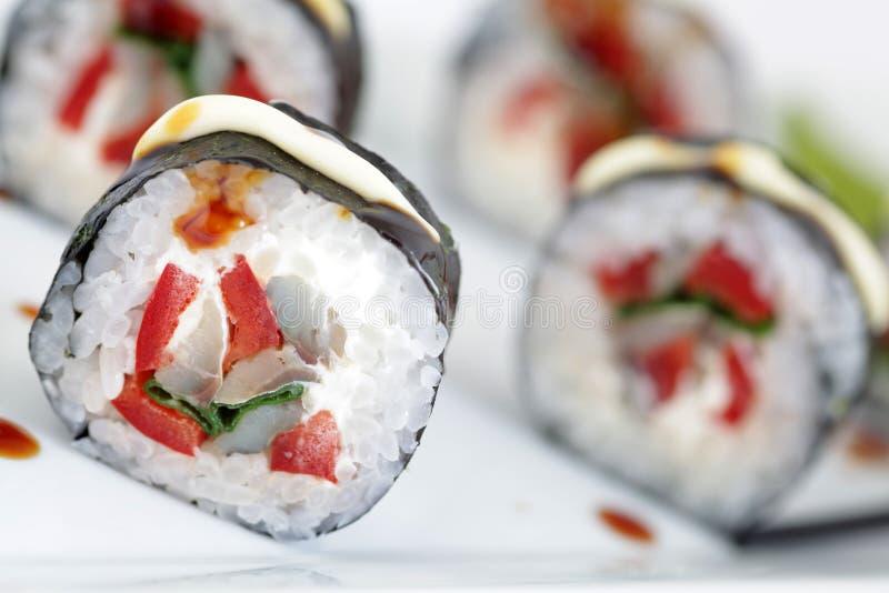 Rolos de sushi japoneses tradicionais imagens de stock