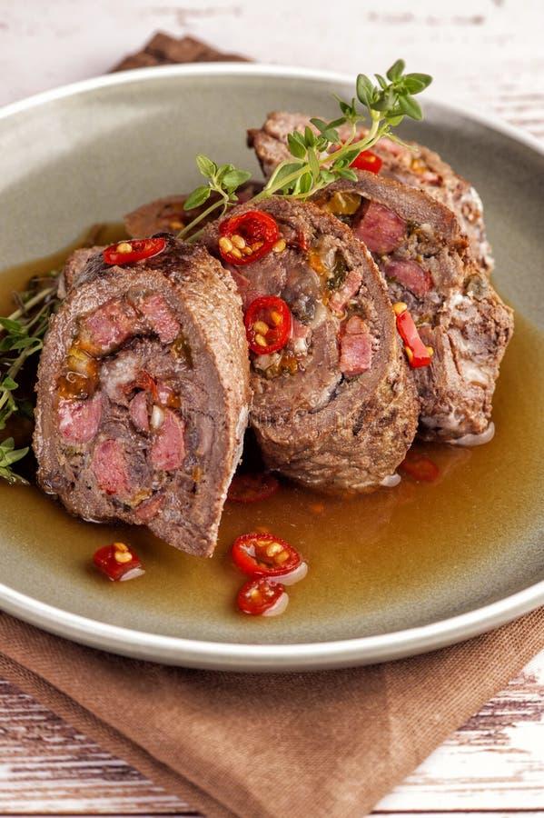 Rolos do lombinho de carne enchidos foto de stock royalty free