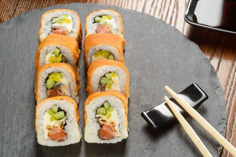 Rolos do molho do Tofu e do Unagi fotografia de stock