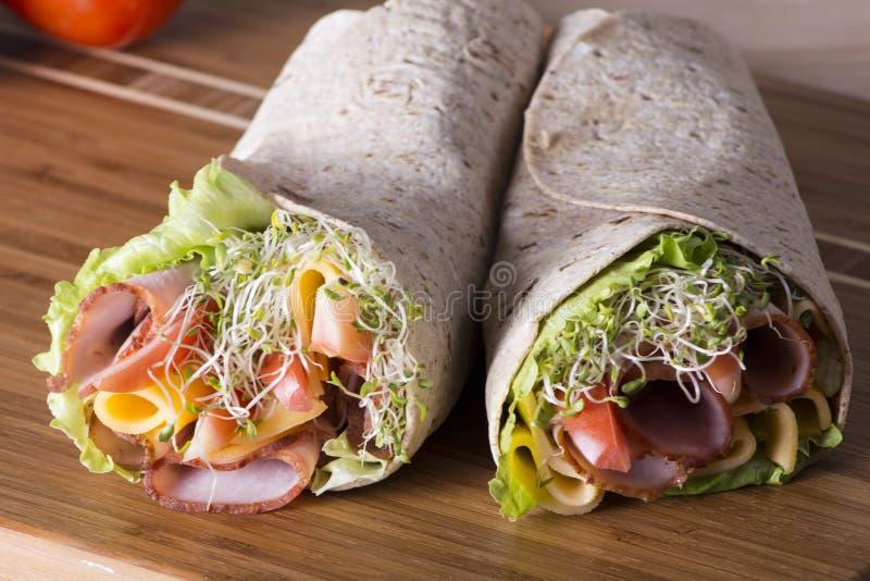 Rolos envolvidos do sanduíche do tortilla fotos de stock