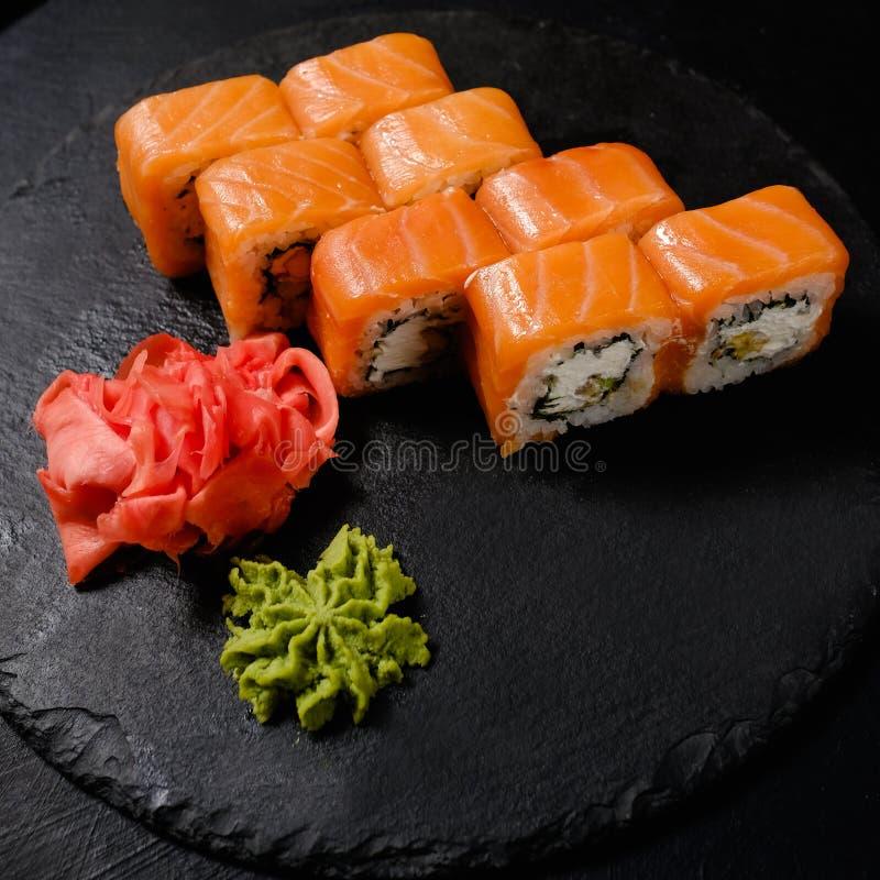 Rolos japoneses do alimento do wasabi do gengibre da especiaria do sushi fotos de stock royalty free