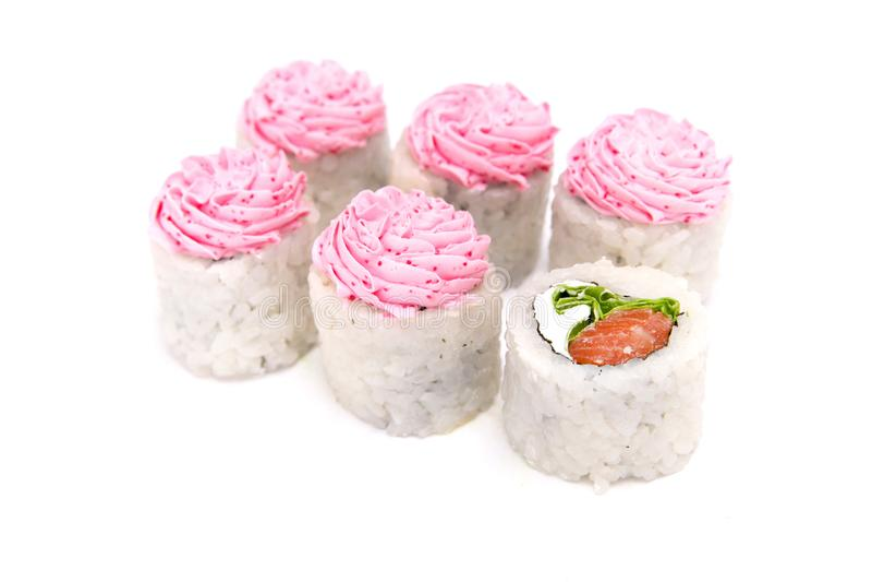Rolos tradicionais japoneses da culinária isolados no fundo branco imagens de stock royalty free
