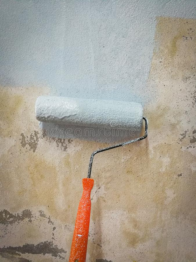 Rolownik malować ściany obrazy stock