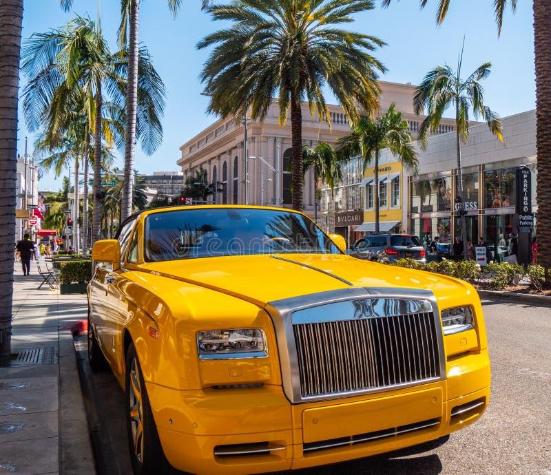 Rolt Royce Car-parkeren in Rodeo Drive in Beverly Hills - CALIFORNIË, de V.S. - 18 MAART, 2019 stock afbeelding