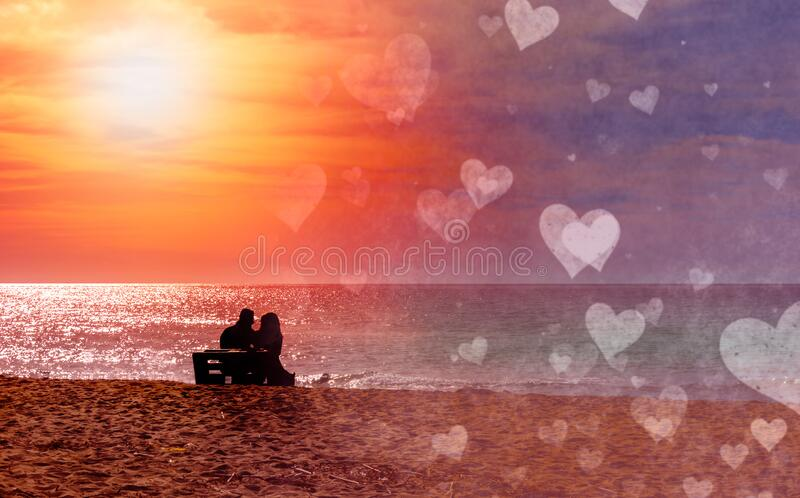 Romántica pareja en la playa con colorido atardecer en el fondo del harén Perfecto paisaje tropical con vistas exóticas a la natu foto de archivo