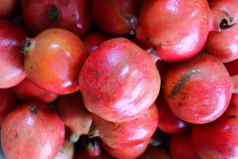 Romã madura vermelha fotos de stock