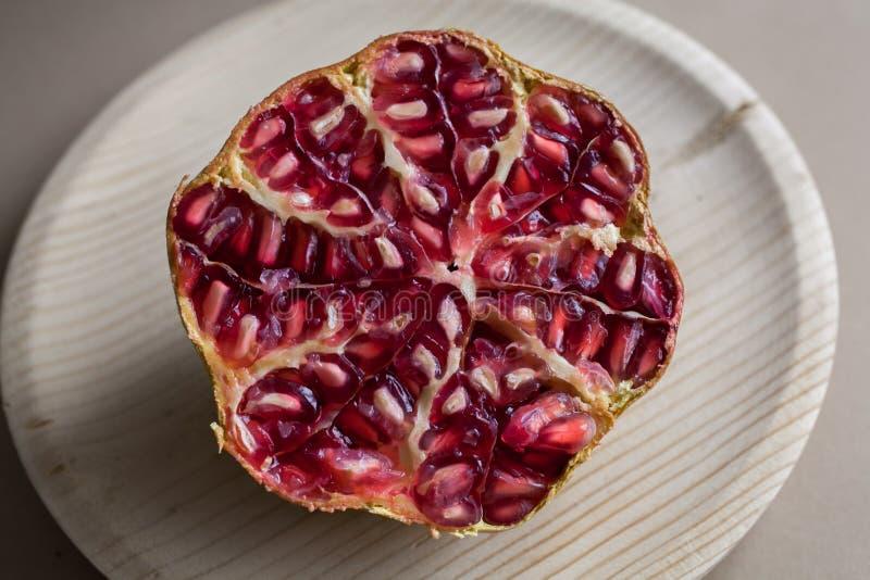 Romã suculentas Opinião madura vermelha do close up das romã Ideia macro da textura orgânica das sementes das romã foto de stock