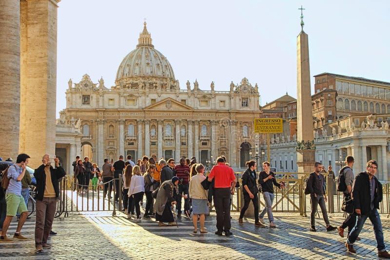 Rom, Italien - 10. April 2016: St- Peter` s Quadrat Vatikan, Rom, Italien, Renaissancearchitektur Ein des popualr touristisch stockfoto