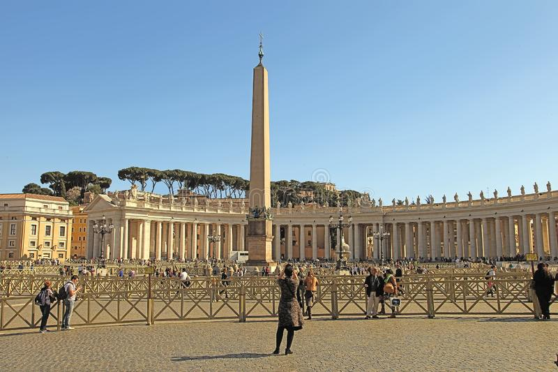 Rom, Italien - 10. April 2016: St- Peter` s Quadrat Vatikan, Rom, Italien, Renaissancearchitektur Ein des popualr touristisch lizenzfreies stockbild