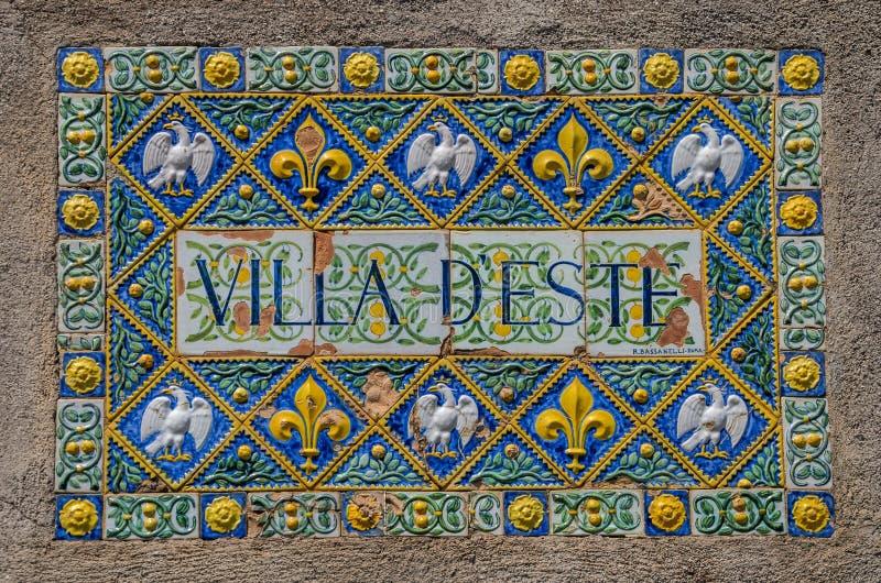ROM, ITALIEN - AUGUST 2018: Antike Aufschrift mit dem Namen des Landhauses D 'Este in Tivoli, Italien stockfoto