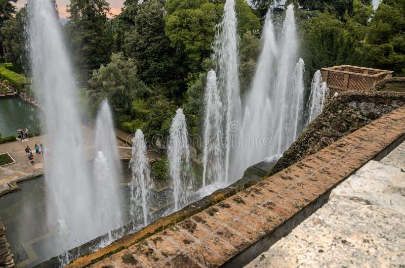 ROM, ITALIEN - AUGUST 2018: Antike historische Brunnen an Landhaus D 'Este in Tivoli, Italien stockbild