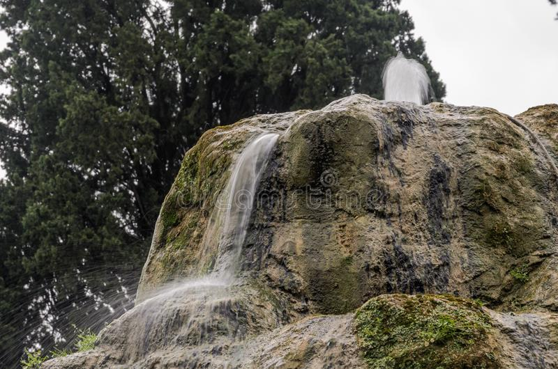 ROM, ITALIEN - AUGUST 2018: Antike historische Brunnen an Landhaus D 'Este in Tivoli, Italien stockfotos