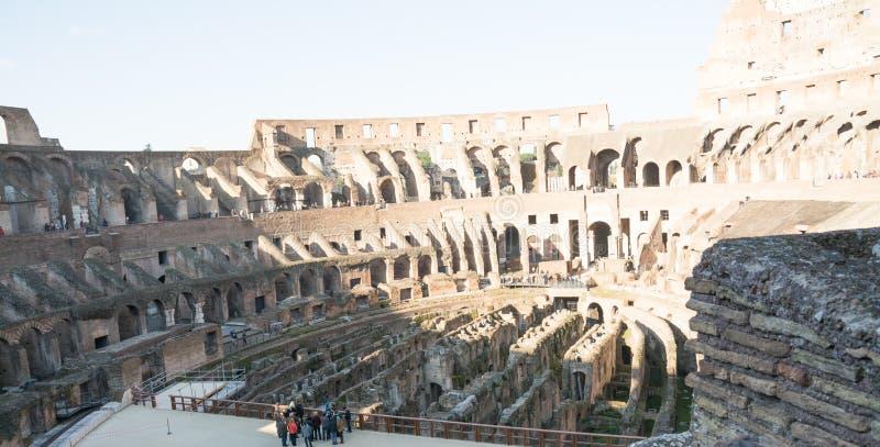 Rom, Italien - 23. Februar 2019: Innerhalb des Colosseum oder des Kolosseums im Sommer, Italien lizenzfreies stockbild