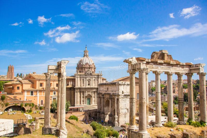 Rom, Italien - 12. September 2017: Szenische alte Ruinen Roman Forum Foro Romanos in Rom, Italien stockfoto