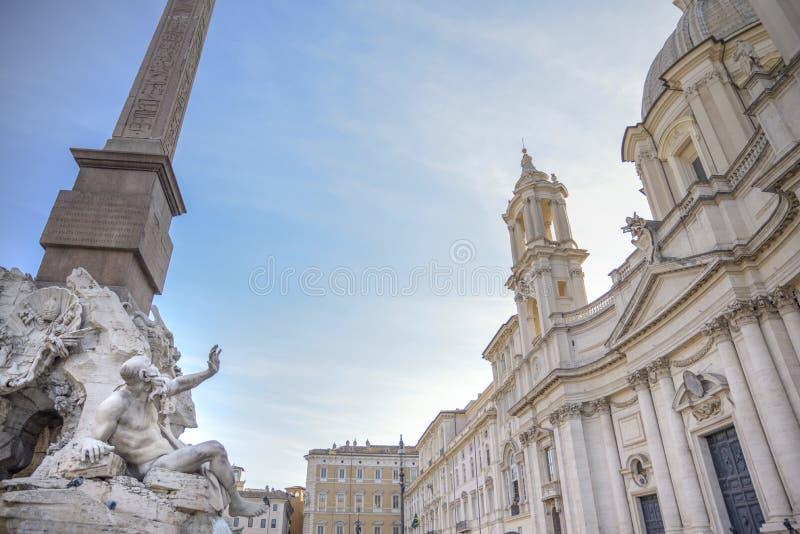 Rom-, Navona-Quadrat Marktplatz Navona-Kirche von St. Agnese und Brunnen der vier Flüsse durch Bernini Statue, die das Rio de l d stockfotografie